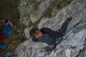 Pymn eyeing up moves on Rich's newly bolted 7a at Musina.